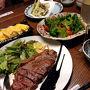 羽田の深夜便で出発です。 ラウンジごはんも毎度同じようなものばっかりで飽きたので、 江戸小路のレストランで夕飯。