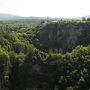 クロアチア・オパティアからシュコツィアン洞窟群まではクルマで約1時間30分ぐらいで着きました。出入国審査がありますが、隣国で行くというより隣県へ行く感覚です。