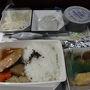 マレーシア航空の機内食。 こちらはチキンですが、結構おいしいですね。