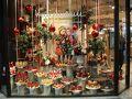 デュッセルドルフの名店、ハイネマンに到着。 ディスプレイが素敵。