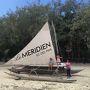 5日目のホテルは憧れの「MERIDIEN ILE DES PINS」メリディアンイルデパン!さすがメリディアンの風格ある、とっても素敵なホテルでした。 ホテルの前にある、伝統的な帆かけ舟が出迎えてくれます。