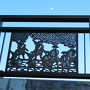 関所前の橋の装飾がなかなか凝っています。 大名行列ですね。