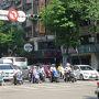 台湾の朝の光景です。 ともすれば街並みは東京と変わらないときもありますが、このバイクの台数は真似できません。