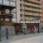 ●からくり時計@伊予鉄道後温泉駅前  まだ時間ではないので、からくり時計の前に人だかりは出来ておらず…。