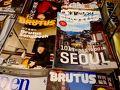 出国審査を終えた搭乗前の時間 空港内の売店で見かけた雑誌 やはり「ソウル」が目に飛び込んできます。(笑)