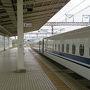 【2018年6月23日】  まずは東京駅を7:33に出発するひかり503号新大阪行きで米原を目指します。東京駅でパンとコーヒーを買いこみ乗車。自由席はほとんどが空席。食事をすませて居眠りして過ごそうかと思いましたがほとんど眠れないまま9:44に米原に到着。天気予報では近畿地方は雨とのことでしたがまだ雨は降っていません。