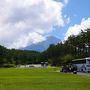11:32に富士スバルラインの開通をHPで確認してから車に飛び乗り、11:45頃富士山北麓駐車場に到着。 チケット買って並んでいたら12:15出発のバスに乗れました。 この時はまだ臨時便多発で全然並ばなくてよかったです!