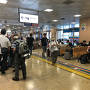 上高地行きは7時15分発。 平日にも関わらず、意外な人の多さに驚きです。 待合室の椅子は満席状態。 ここから日本各地へと、バスは旅立つのですね。