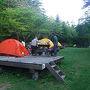 朝4:00カラスの鳴き声がうるさくて目が覚めてしまった。 利尻のキャンプ場ゆ〜にもそうですが、カラスが餌を狙って集まるらしい。外に食材を置いておくと取られると管理人さんから注意事項があった通りのようです。 朝食を済ませ出発の準備をする。
