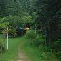 午前中は礼文岳に登るので香深井バス停に6:30につけばよい。 少しゆるりとした時間ができました。 緑ヶ丘キャンプ場は緑に囲まれ沢のせせらぎが心地よいです(カラスだけは煩い)。