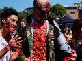 Zombie Walk@Sydney CBD まずはハロウィン(アメリカ)です。これは日本でもおなじみですね。オーストラリアでは、元々ハロウィンを祝う習慣は無かったのですが、今では子供がTrick or Treatをしながら家を廻っている姿をちらほら見かけます。大人はあまり祝ったりしないですが、この日のシドニー中心地ではコスプレしてハロウィンパレードする様子が見られます。