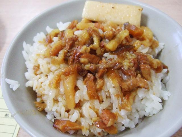 魂を感じる「安い・早い・うまい」台湾のファストフード台北伝統の味!ルーロウファンと牛肉麺