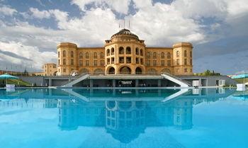 Latar Hotel Complex 写真