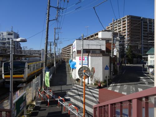 宿河原駅から延びる鉄道線路跡