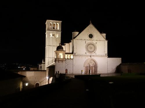 2019GWイタリア中部その6~アッシジ(1)到着から夜と早朝の散歩