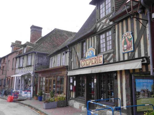 2019年秋のノルマンディ4 ペイ・ドージュの素敵な町と村 その3 フランスの最も美しい村 ブブロン Beuvron-en-Auge