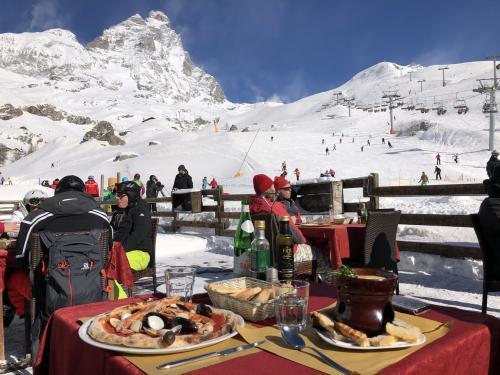 ⛷スイス・イタリア国境スキー遠足へ⛷