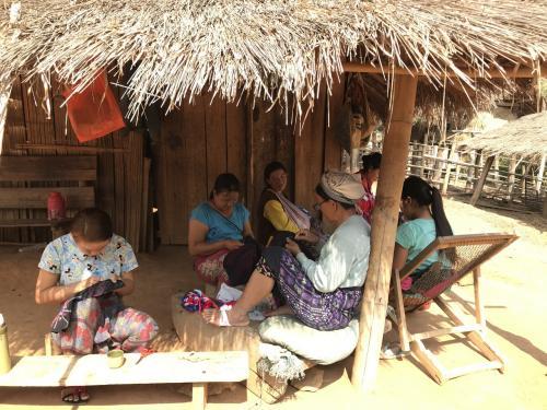 アジアの少数民族★チャイントン2日目前半はLAHU(ラフ)族とAKAR(アカ)族の村を訪問