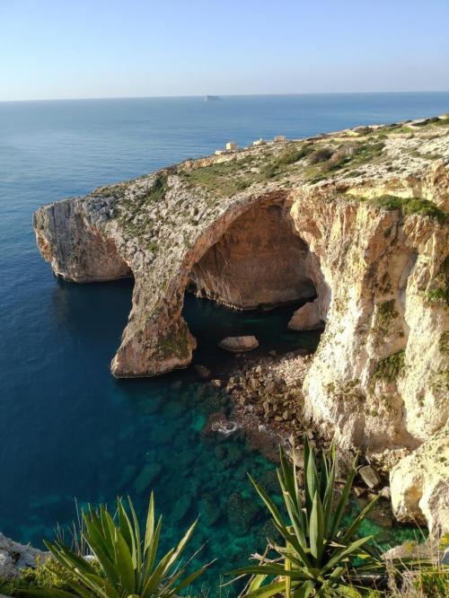大晦日からマルタ島とキプロス島を巡るドライブ旅(猫とのふれあいも楽し)【2】青の洞門→巨石神殿群→イムディーナ→ラバト