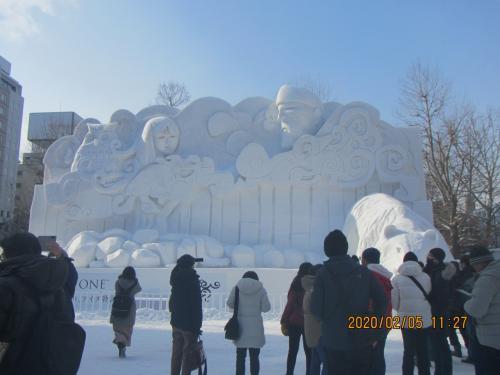 快適な雪まつりも午後からは吹雪、雪道はひざに来る事を痛感