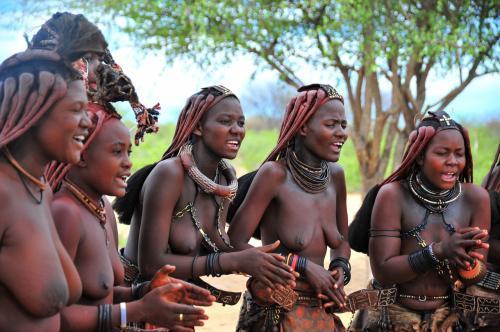 コロナ禍前最後の海外 ナミビアで砂漠のキャンプやサファリを楽しむ   3ナミビアの首都到着から、翌日ヒンバ族の村訪問まで