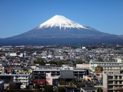 コロナでコロコロ。ヤケクソで、ウロウロ。  4. (アジア系観光客の消えた、静かな) 富士山を満喫