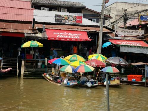 タイ・バンコク2020・・・(5)アンパワー水上マーケット 過剰なお寺めぐりボートツアーも
