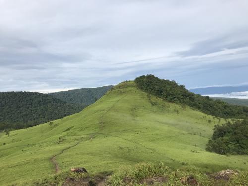 最近カンボジアで有名な大自然の山々
