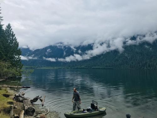 ワシントンモンタナ・大自然の17日間⑤霧のベイカー湖とコンクリートの町探索で休息の一日