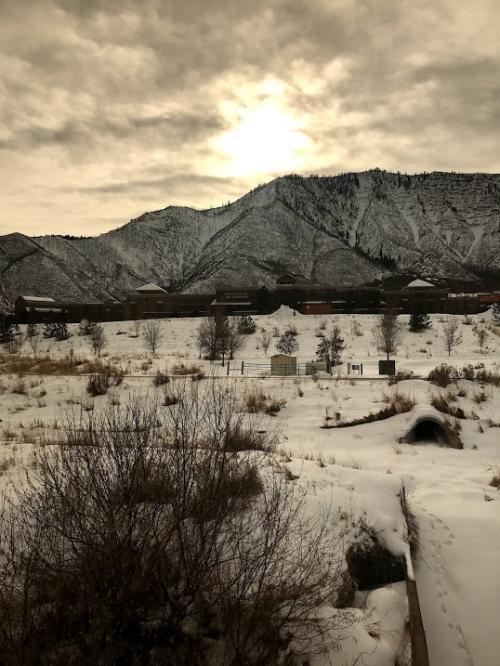 カリフォルニアゼファー号に乗る3日間②雪景色のロッキーの車窓を、心ゆくまで楽しむ一日