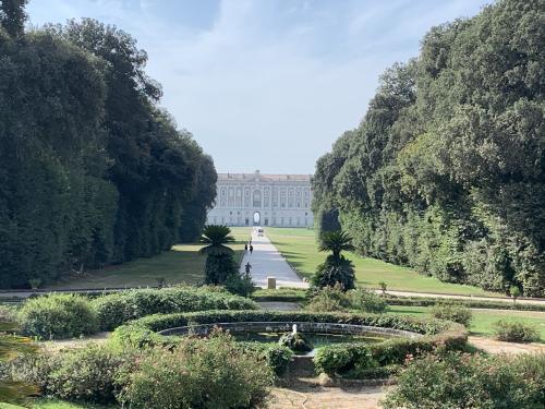 カゼルタのブルボン家の王宮と庭園。