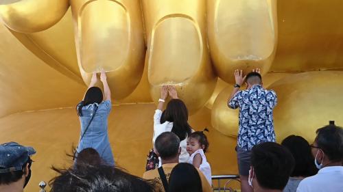 アントンのワットムアン(タイで一番大きな仏像)を見学