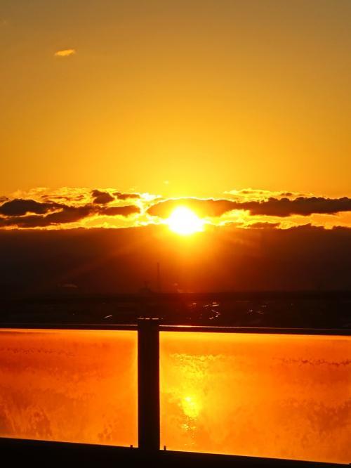 徳島18 徳島駅16:15~徳島阿波おどり空港 徳島バスで28分 ☆旧吉野川越し-太陽を見送り