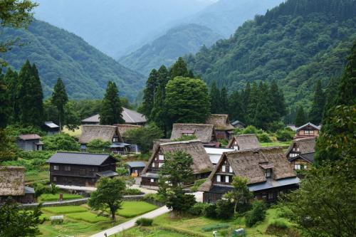 お盆休みの家族旅行~五箇山、白川郷、飛騨高山、金沢、東尋坊を巡る