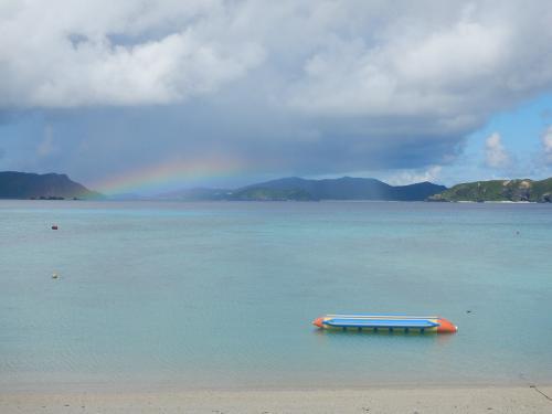 また渡嘉敷島へ。今回はとかしくビーチでウミガメ♪シュノーケリング三昧。夕陽も虹も!