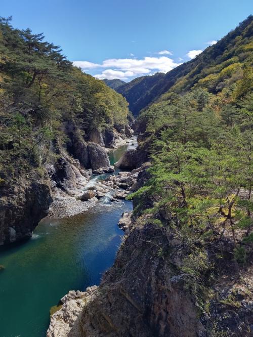 龍王峡で紅葉ハイク(のはずが、紅葉なしのハイク)と薬師の湯