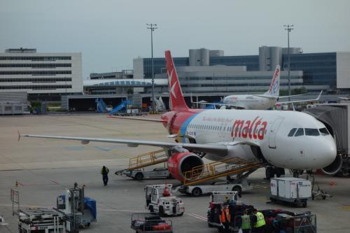"""初めてのマルタ 1 (出張のついでに69ー1) パリでの仕事が前日終了、シャルルドゴール空港で """"Air Malta"""" に搭乗!"""
