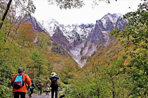 幽玄の魔の山/雪化粧を彩る紅葉☆谷川連峰 世界一危険な山で 秋ハイキング