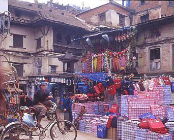 神々の都「カトマンドゥ盆地」の名所、旧跡を訪ねて。インドラ・チョーク