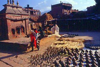 神々の都「カトマンドゥ盆地」の名所、旧跡を訪ねて。バクタブルその1