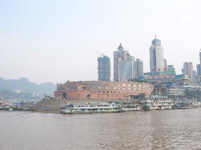 重慶・朝天門港の水上風景