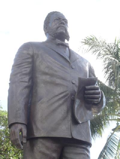 ホノルルの彫像たち