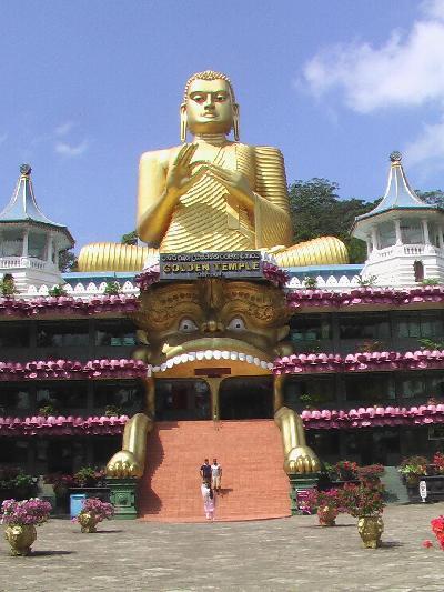 スリランカの旅【7】 スリランカの歴史を語る石窟寺院の街 ダンブラ