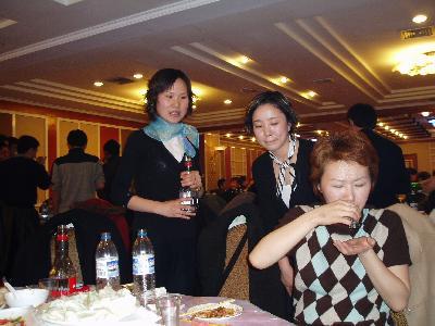 3月8日 国際労働婦女節 会社では食事会