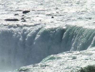 ナイアガラの滝で濡れネズミ