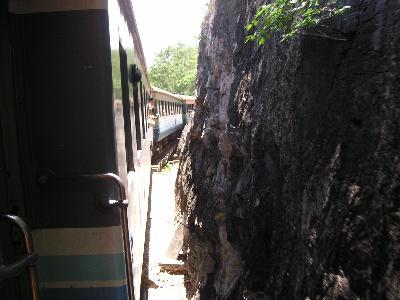 列車でカンチャナブリ。