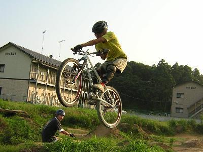 フラワートレイル ダートジャンプ