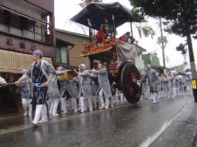 新潟県無形民族文化財・雨の「村上大祭」