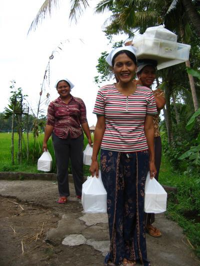 Bali2005魅美10 ブラット・ワンギ  ココナツ石鹸工房 ☆絵画の直売所等を訪ねて-土産物に