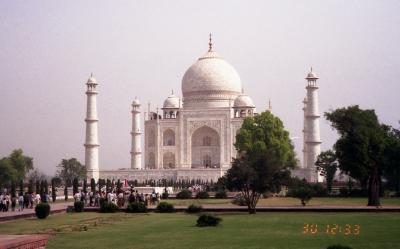 インドの旅(2)・・世界いち美しい白亜の霊廟タージ・マハルを訪ねて